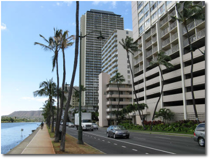 Ala Wai blvd facing Diamond Head in Waikiki